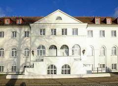 Verwaltungsgebäude, ehem. Stadtbad am Pfaffensee in Schwerin - Architekturstil Neorenaissance