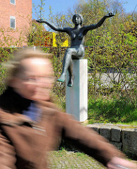 Bronzeskulptur AURORA in Rendsburg am Stadtsee; Bildhauer Fritz Fleer.