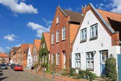 Einstöckige Wohnhäuser - Wohnstrasse in Rendsburg.