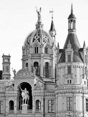 Kuppel, Türme Schweriner Schloss - Baustil Romantischer Historismus / Architekten  Georg Adolf Demmler, Gottfried Semper, Friedrich August Stüler und Ernst Friedrich Zwirner - Bauzeit 1845 - 1875.