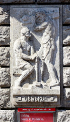 Reliefdekor GEWERBE - Schmied mit Hammer - Baumeister mit Balken. .