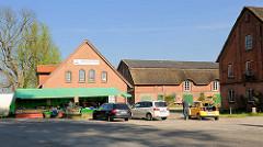 Elbmarschenhaus in Haseldorf - Informationszentrum über die Landschaft der holsteinischen Elbmarschen - Verkaufsstand für Biogemüse..