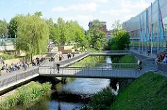 Phönix Center / Promenade am Seevekanal in Hamburg Harburg - der Seevekanal wurde im 15./16. Jahrhundert gebaut, um einen Transportweg zwischen der Seeve und der Süderelbe herzustellen.