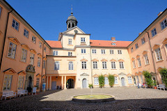 Hoffassade des Westflügels vom Eutiner Schloss.