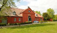 Naturparkhaus in Plön - ehem. Uhrenhaus, Reithalle für Turnieren im Schlossgebiet.