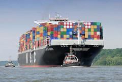 Containerfrachter CMA CGM MARGRIT auf der Elbe; das 2012 gebaute Frachschiff hat eine Länge von 366 m und eine Breite von 48,20 m - der Frachter hat eine Tragfähigkeit von 140900 t und kann 13092 TEU Container laden..