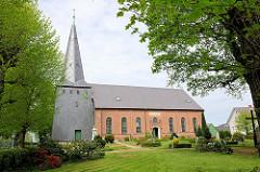 Dorfkirche in Kollmar, einschiffiger Backsteinbau aus dem 15. Jahrhundert.