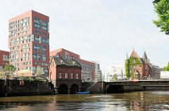 Fleetschlösschen bei St. Annen - moderne Neubauten, Bürogebäude in der Hamburger Hafencity.