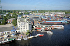 Luftbild vom Harburger Hafen - im Hintergrund die Harburger Elbbrücken über die Süderelbe.
