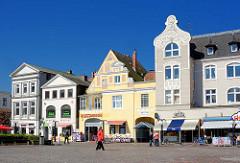 Architektur unterschiedlicher Baustile am Marktplatz von Eutin.