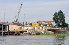 Baustelle vom Elbradwanderweg an der Einfahrt zum Oberhafenkanal / Haken unter der Billhorner Brückenstrasse in Hamburg Rothenburgsort.