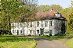 Kavaliershaus beim Haseldorfer Herrenhaus.