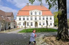 Museumsgebäude in Plön - ehem. herzogliche Witwenpalais; Witwensitz der Herzogin Dorothea Christine; barocker + klassizisticher Baustil, entstanden zwischen 1756 u. 1842.