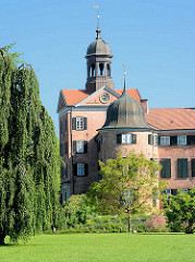 Torturm und Schlossturm des Eutiner Schlosses.