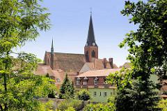 Blick über die Dächer der Hansestadt Stendal zur Jacobikirche.