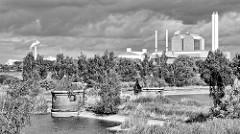 Blick über das Industriedenkmal Kaltehofe Wasserwerke Hamburg Rothenburgsort zum Heizkraftwerk Tiefstack und der Müllverwertungsanlage Borsigstrasse MVA (lks.)