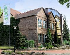 Alt und Neu - historisches Backsteingebäude, Neubau mit Glasfassade; Bürogebäude / Firmensitz in der Hansestadt Gardelegen.