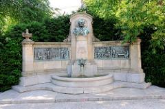 Brunnen Karl Immermann, 1786 - 1840, deutscher Schriftsteller, Lyriker und Dramatiker - in Magdeburg geboren.