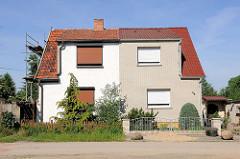 Doppelhaus mit unterschiedlicher Fassadengestaltung - Bilder aus Tangermünde.