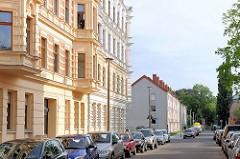 Mehrstöckige Wohnhäuser; Wohngebäude auf der Elbinsel Magdeburg Werder.