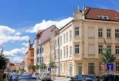 Restaurierte Wohnhäuser - Baustil Historismus; Architekturfoto aus Wittenberge, Brandenburg.