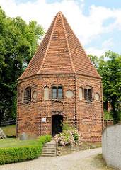 Achteckige St. Annen-Kapelle in der Hansestadt Havelberg, erbaut im 15. Jahrhundert.