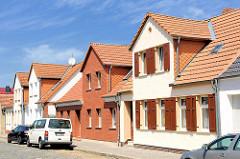 Einzelhäuser mit unterschiedlicher Fassadengestalturn - alt + neu; Fotos aus der Hansestadt Osterburg.