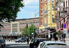 Gründerzeitarchitektur in der Goernestrasse in Hamburg Eppendorf; Blick zur Eppendorfer Landstrasse und dem ehem. Karstadtgebäude am Marie-Jonas-Platz