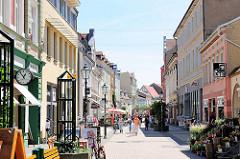 Fussgängerzone Breite Strasse in Stendal - Geschäfte, Einzelhandel.