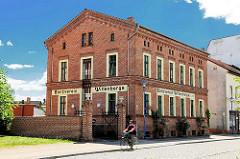 Wohnhaus - einstöckiges Backsteingebäude / Fassadenbeschriftung, Aufschrift Bankverein Wittenberge.