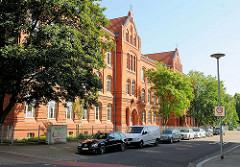 Backsteingebäude / Schulgebäude - Grundschule Stendaler Strasse in Mageburg.