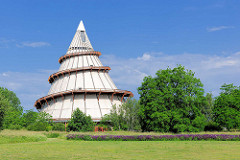 Sogen. Jahrtausendturm im Magdeburger Elbauenpark - mit 60m  Deutschlands höchstes Holzgebäude.