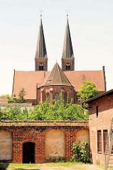 Türme vom Dom St. Nikolaus - spätgotische Backsteinkirche.