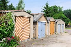 Garagen mit unterschiedlichen Einfahrten / Toren - Bilder aus der Hansestadt Werben / Elbe.