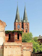 Alte Ziegelmauern, Ziegelgebäude - Türm der St. Marienkirche in Stendal.