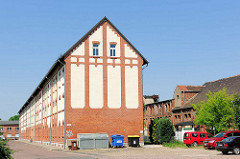 Zum Wohnhaus umgebautes Bahngebäude Nähe Bahnhof Magdeburg.