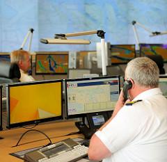 Leitstelle für den Schiffsverkehr im Hamburger Hafen - Nautische Zentrale.