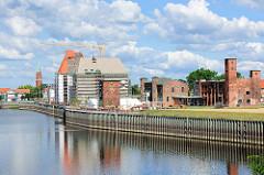 Hafenbereich der Stadt Wittenberge - Speichergebäude und Areal der Alten Ölmühle.