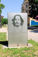 Universität Magdeburg - Schild mit Portrait Otto von Guericke