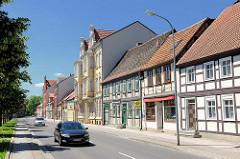 Wohnhäuser - Fachwerkhäuser - mehrstöckige Gründerzeitgebäude; unterschiedliche  Architekturformen in der Hansestadt Stendalt, Altes Dorf