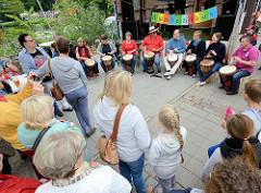 Hafenfest in Hamburg Bergedorf - TrommlerInnenauftritt an der Hafenmeile.