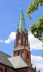 Kirchturm der Pfarrkirche in Wittenberge - neugotischer Backsteinbau von 1872.