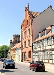 Fachwerkhäuser - Backsteingebäude; unterschiedliche Bauformen / Architektur in der Hansestadt Stendalt, Altes Dorf.