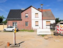 Doppelhaus mit unterschiedlicher Fassadengestaltung - Fotos aus Tangermünde.
