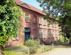 Ziegelgebäude beim Havelberger Dom - Evangelisches Pfarramt.