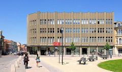 Kaufhausarchitektur der 1960er Jahre - moderne Architektur in der Hansestadt Stendal, Winkelmannplatz.