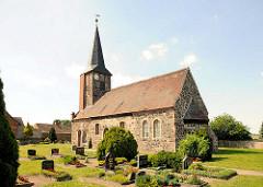 Feldsteinkirche mit aufgesetztem Fachwerkturm  in Bindfelde, Ortsteil der Stadt Stendal.