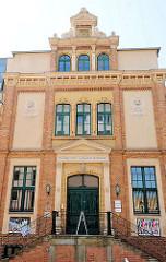 Eingang - Kunstgewerbe und Handwerkerschule Magdeburg.