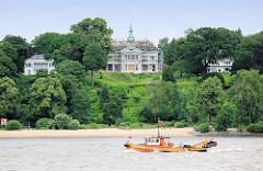 Die Villa mit dem Kupferturm am Elbhang in Hamburg Othmarschen wird renoviert.