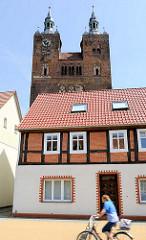 Kirchtürme der ev. luth. Pfarrkirche St. Petri.